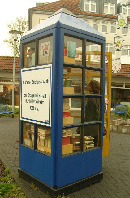 1. offener Bücherschrank - der Ortsgemeinschaft Hürth-Hermülheim 1950 e.V.