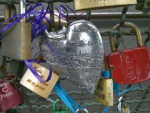 Valentinstag - Kölner Liebesschlösser auf der Hohenzollernbrücke in Köln - Blog Der Tausendfüßler