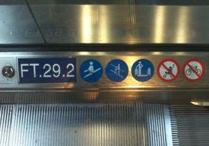 Zeichen auf der Berliner Rolltreppe
