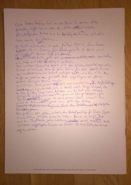 1. Seite handschriftlichen Krimi-Manuskript auf Rückseite einer Werbebroschüre